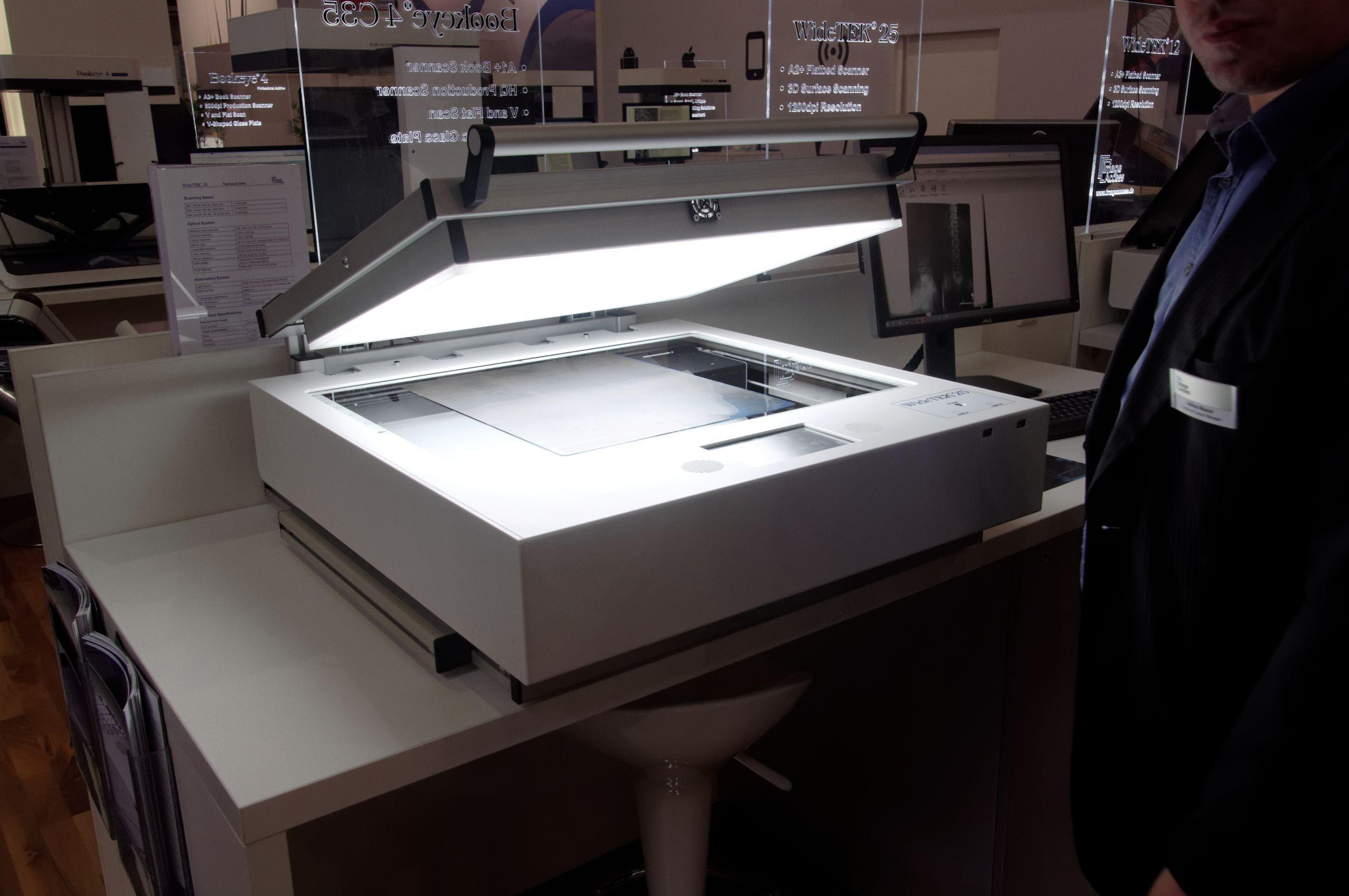 Digitaliseren is het omzetten van analoog materiaal, zoals papier of foto's, naar een digitale vorm. Waarmee moet je rekening houden om delen van je archief en collectie(s) kwaliteitsvol te digitaliseren?