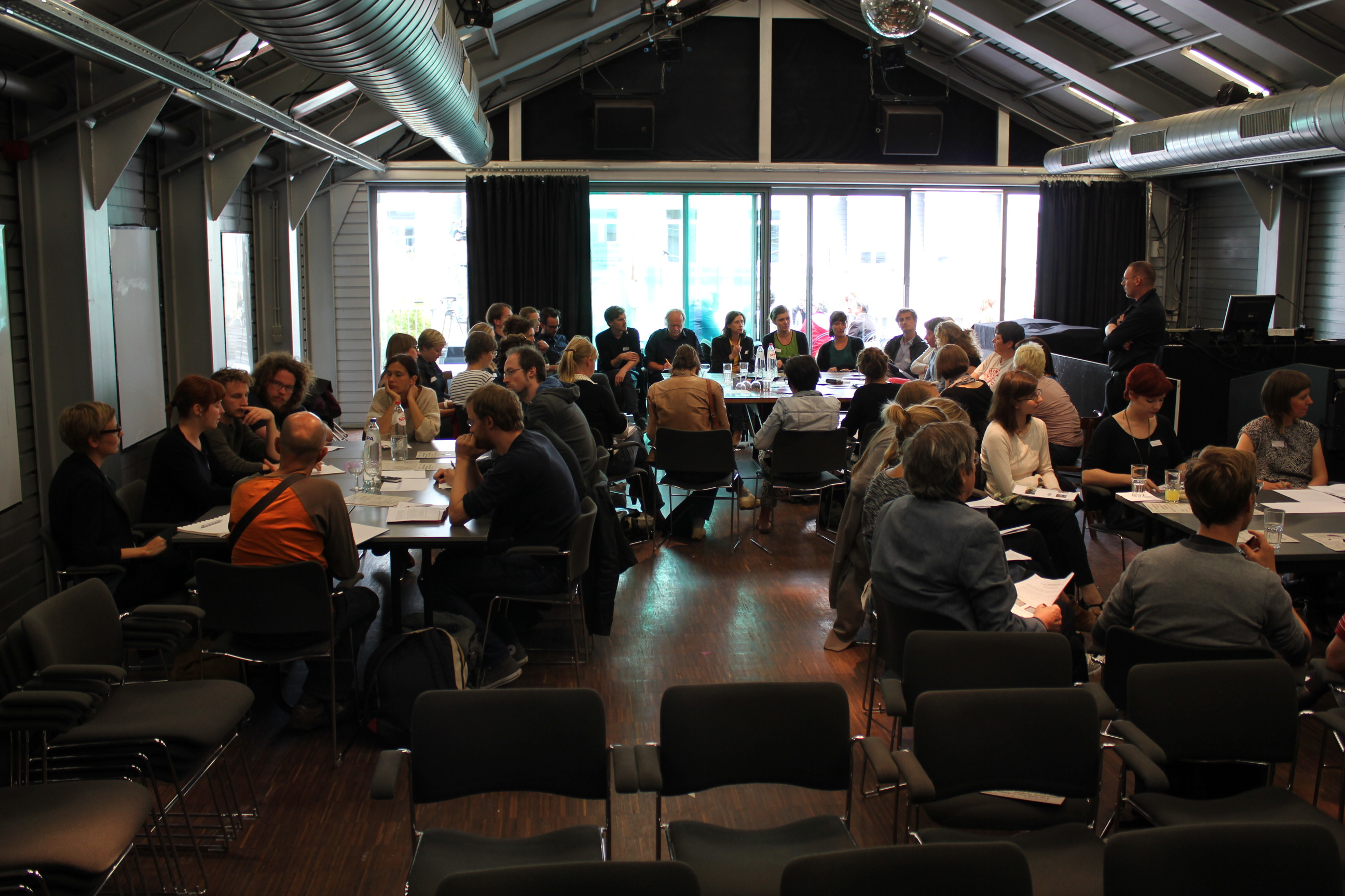 Op 18 juni 2014 kwamen meer dan 100 geïnteresseerden uit de kunsten- en de cultureel erfgoedsector bijeen in de Beursschouwburg voor een inspirerende namiddag over het erfgoed van de kunstensector. Een verslag van een interessante namiddag.