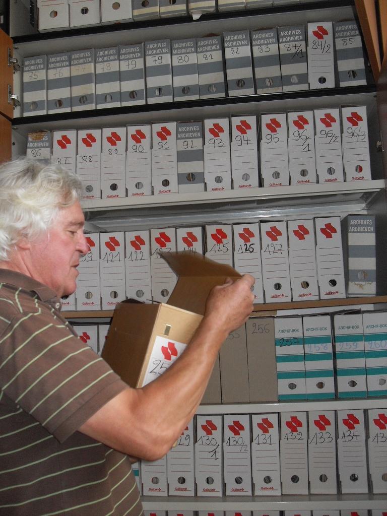 Samen met Archiefbank Vlaanderen zoekt TRACKS in 2015 en 2016 kunstenerfgoed om te registreren in Archiefbank. Samen plaatsen we ook een aantal archieven in de kijker waaronder nu het archief van New Reform Archive.