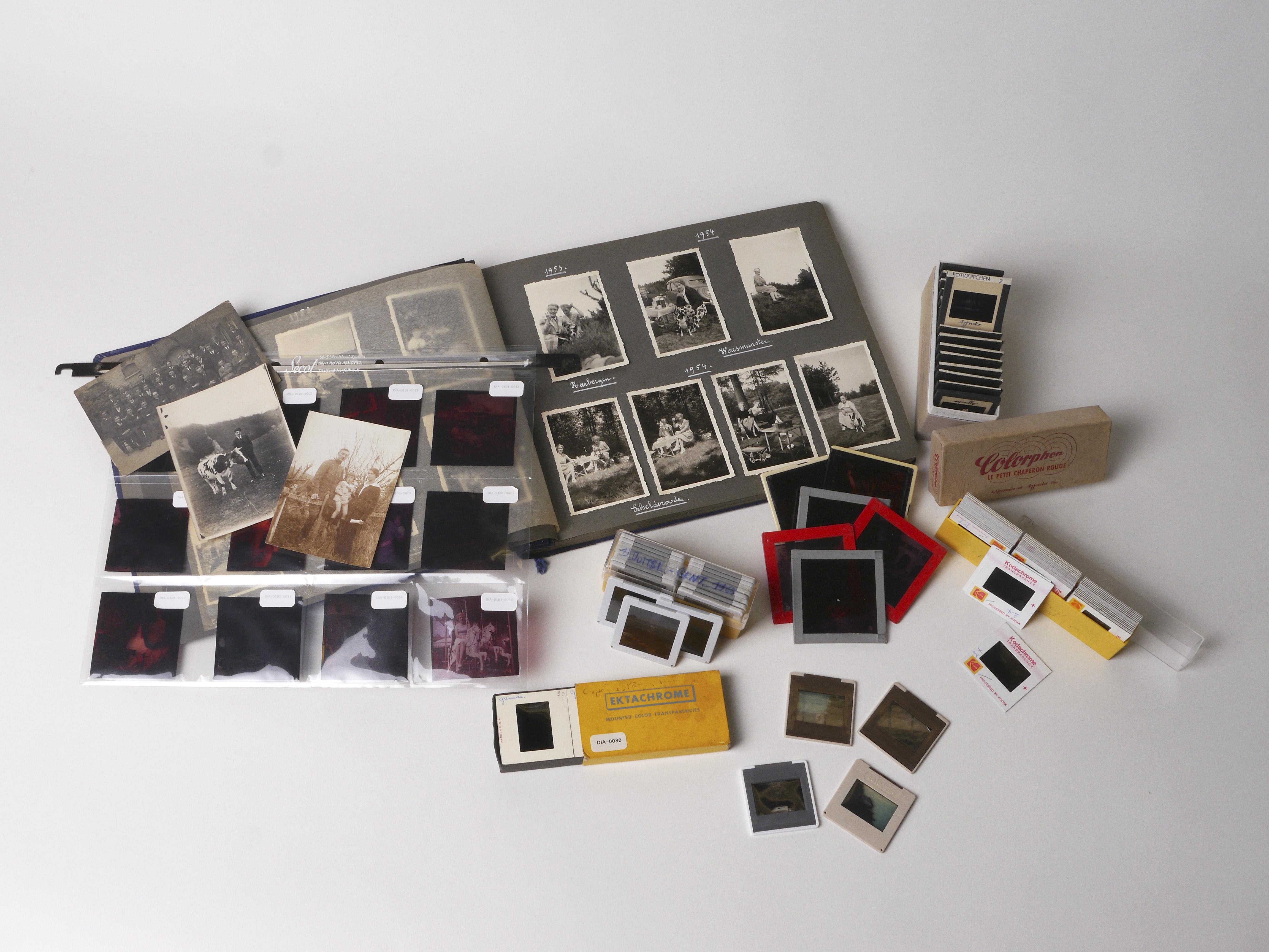 VIAA - het Vlaams Instituut voor Archivering - legt zich sinds 2013 toe op de digitalisering en duurzame archivering van audiovisueel materiaal. Dit jaar begonnen ze aan een verkennend onderzoek naar analoog fotomateriaal: wat voor collecties zijn er, wie bewaart ze en wat wordt er al gedaan naar preservering? Om een zo accuraat mogelijk beeld te krijgen van het Vlaamse fotolandschap, verspreidt VIAA nu een vragenlijst. Ook kunstenorganisaties die in het bezit zijn van een fotocollectie worden aangemoedigd deze in te vullen.